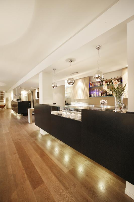 Top banconi e piani di appoggio bar in marmo granito for Designer di piani di pavimenti online